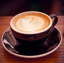 Свеже сваренный горячий кофе